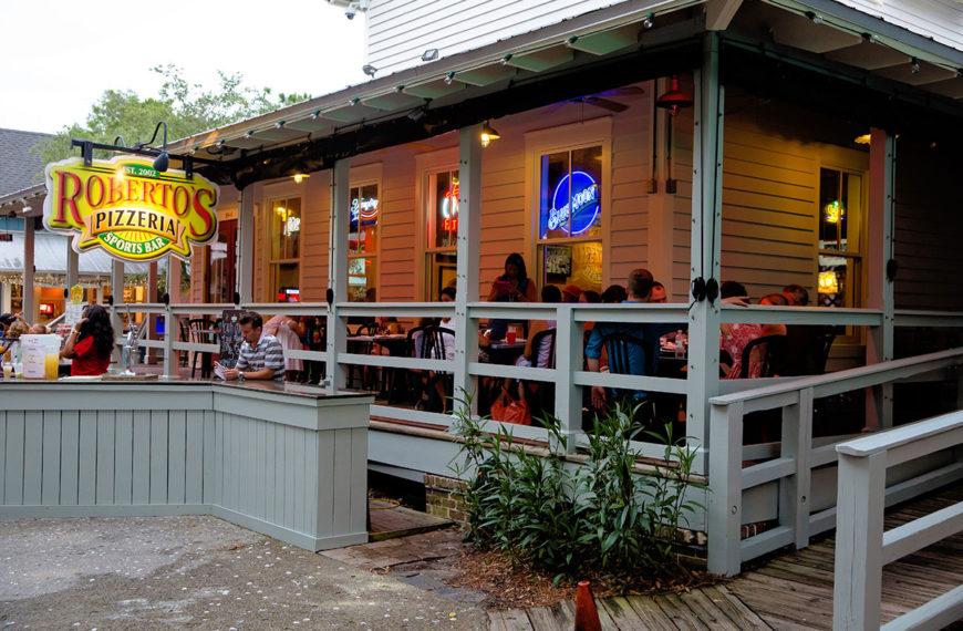 Comfortable, casual atmosphere at Roberto's Italian Pizzeria in Destin, Florida